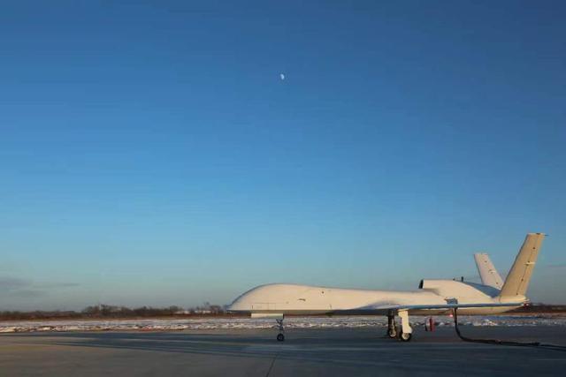 1月11日有新战机首飞!采用全新航发填补空白,对地打击又一利器
