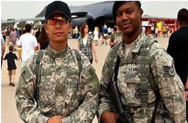 两名中国籍青年被美军开除,五角大楼给出理由,原因太可笑