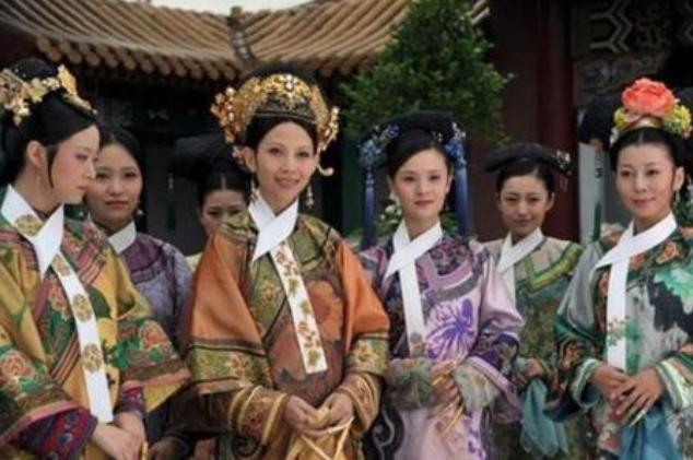 """清朝嫔妃脖子上的""""白布条""""有什么用处?主要是方便皇帝"""
