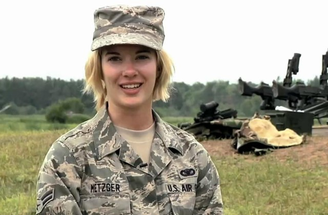 95后女兵私照流出,揭开美军内部丑态,形象彻底崩塌