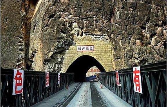 """中国这座桥24小时""""重兵把守"""",不许停车拍照,否则会被拦截询问"""