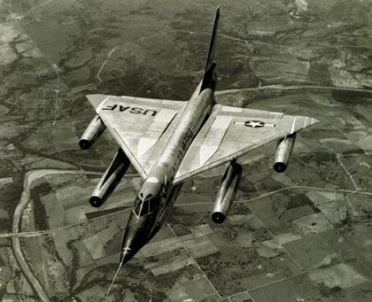 "B-58""盗贼""轰炸机:飞行速度接近2马赫,作战半径4000千米!"