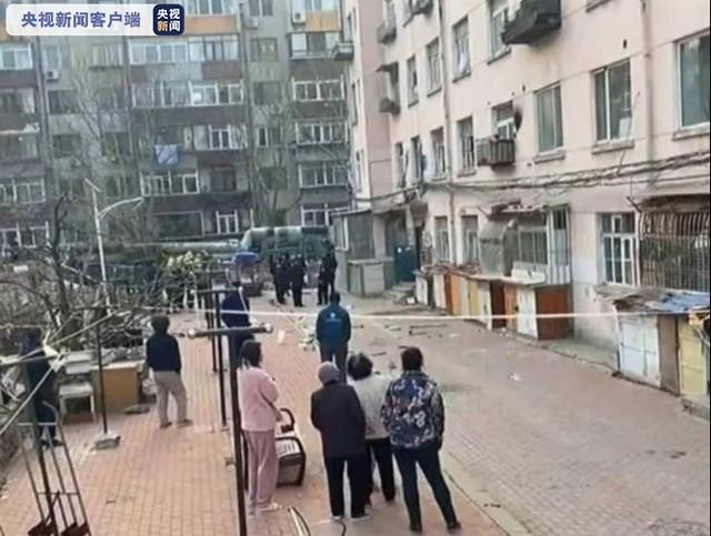 辽宁大连一民宅发生疑似天然气爆燃 两人受伤