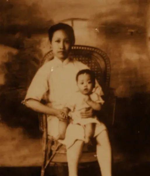 """儿子刚满周岁她却留下遗书:""""生前是永久没有再见的机会了……"""""""