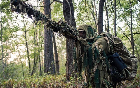 越南传奇女狙击手:因蹲下如厕暴露身份!插图