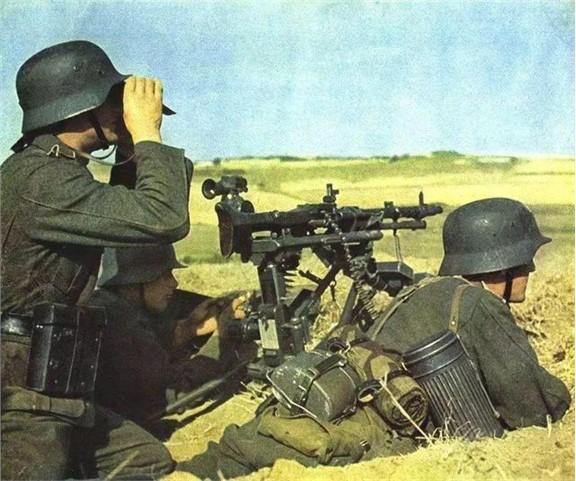 二战德国士兵为啥随身背一个大铁罐子?不准丢掉