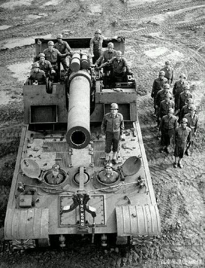 一发一个篮球场 迫击炮和榴弹炮哪个威力大?