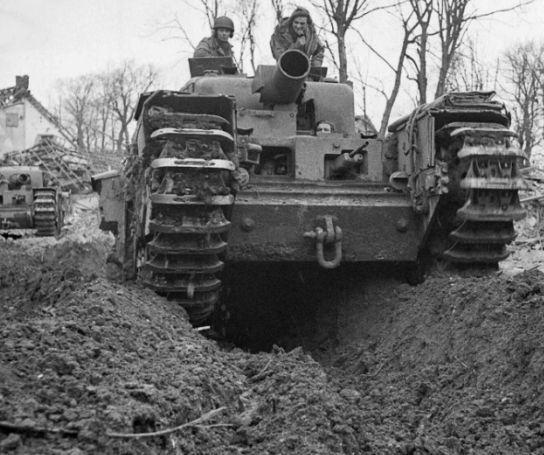 """豹式坦克的镇魂曲:皇家陆军""""傻丘""""战车,火炮口径290毫米!"""